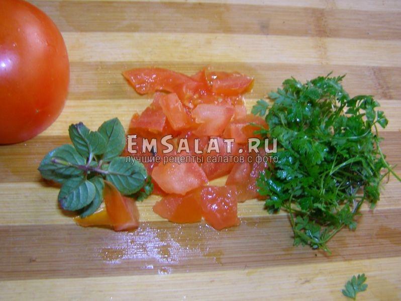 помидорки нарежем в последнюю очередь
