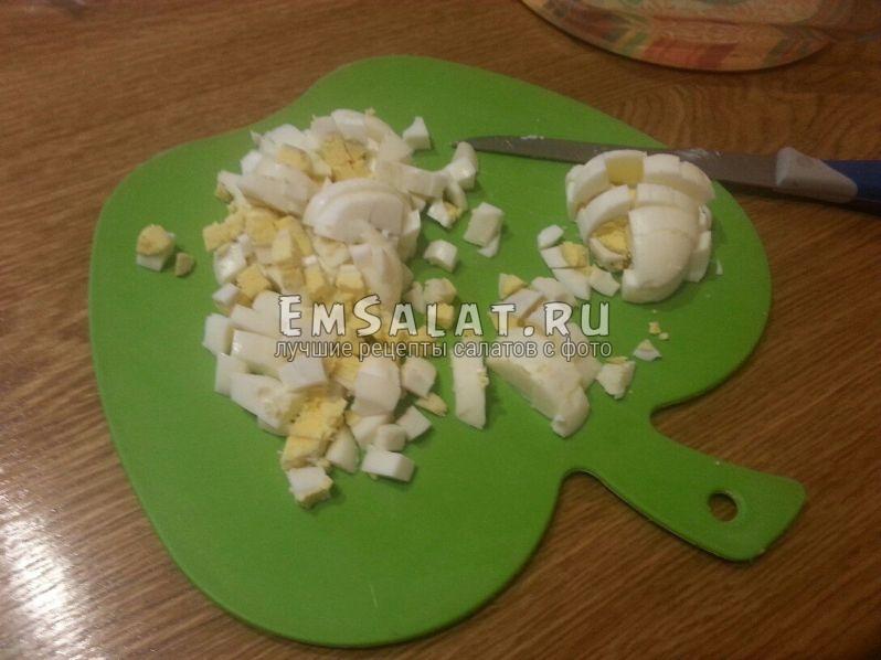 нарежем яйца