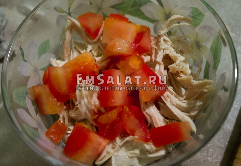 нарезка помидора в салат
