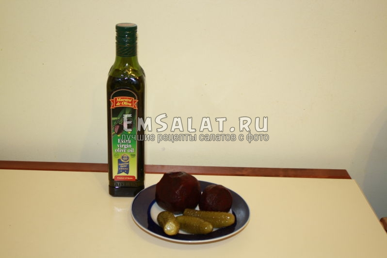 отварная свекла, соленые огурцы, растительное масло
