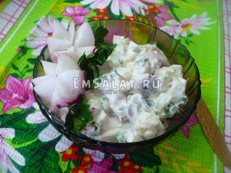 Салат с редиской и брынзой