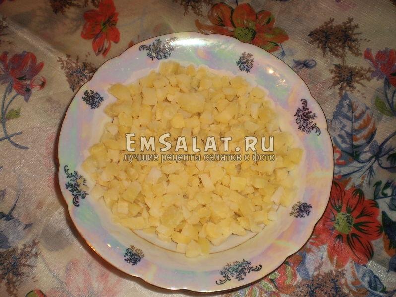 Картофель нарезанный кубиками для классического винегрета