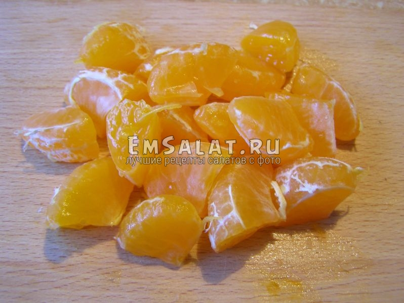переполовиненные дольки мандарина