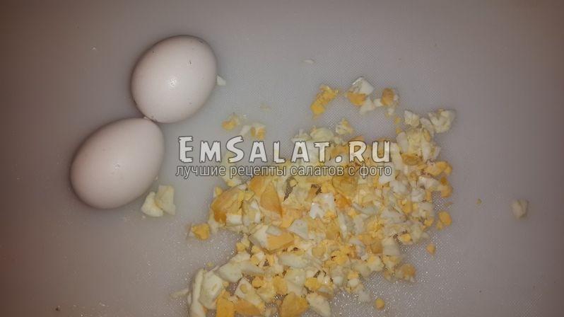 отварные измельченные яйца