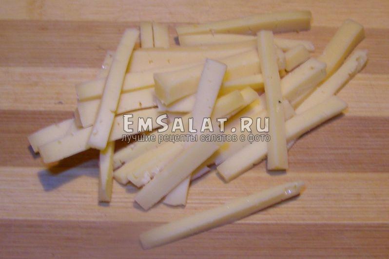 сыр нарезан соломкой