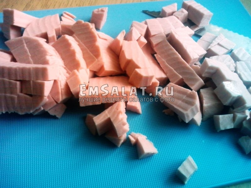 Докторская колбаса, нарезанная кубиками