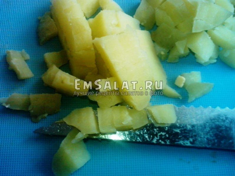 Нарезанный кубиками варёный картофель