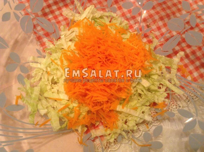 Добавьте тертую морковь.