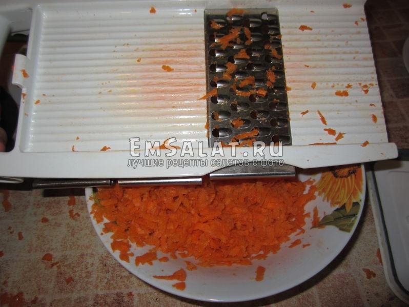 морковку трем крупную на терку
