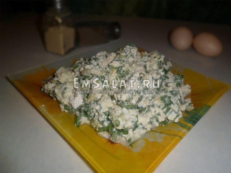 Салат с черемшой и сыром