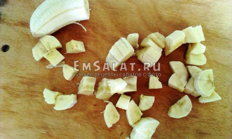 банан режем средними кусочками