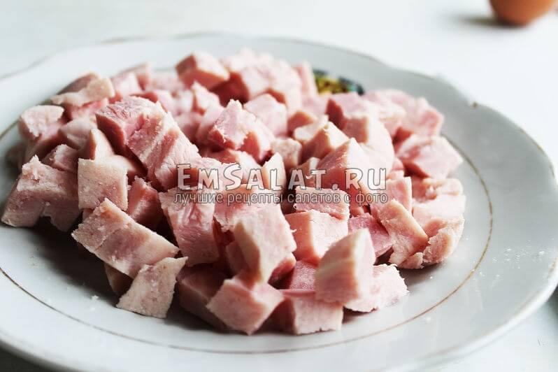 Ветчина для салата в сырной тарталетке
