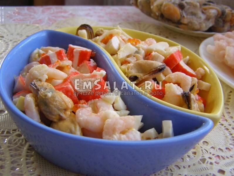 салат выложен в формочки
