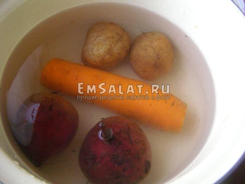 залиты овощи водой