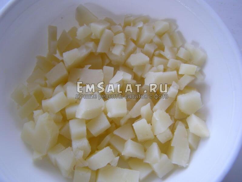 картошка нарезана на кусочки