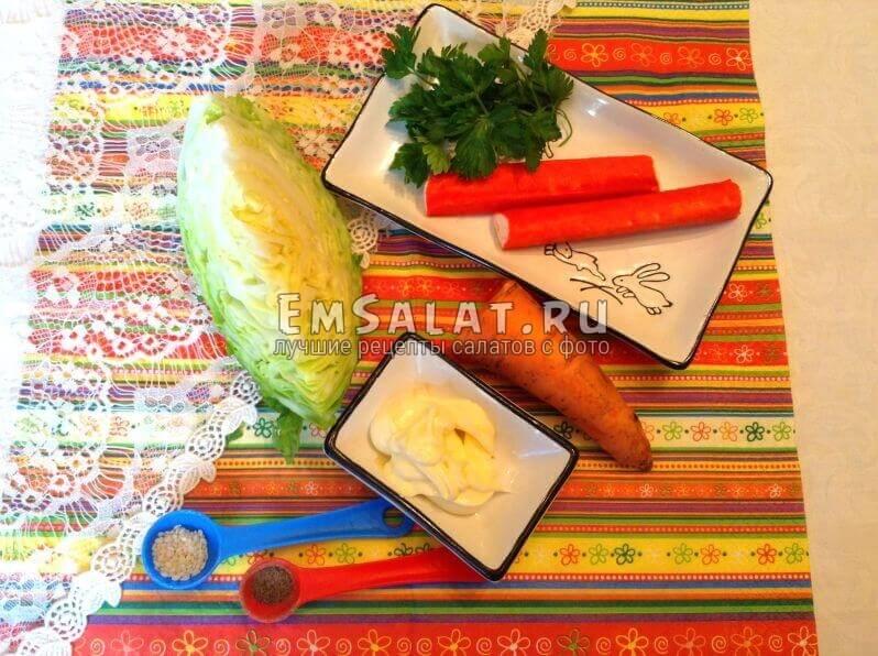 морковь,капуста, палочки,майонез, перец, кунжут