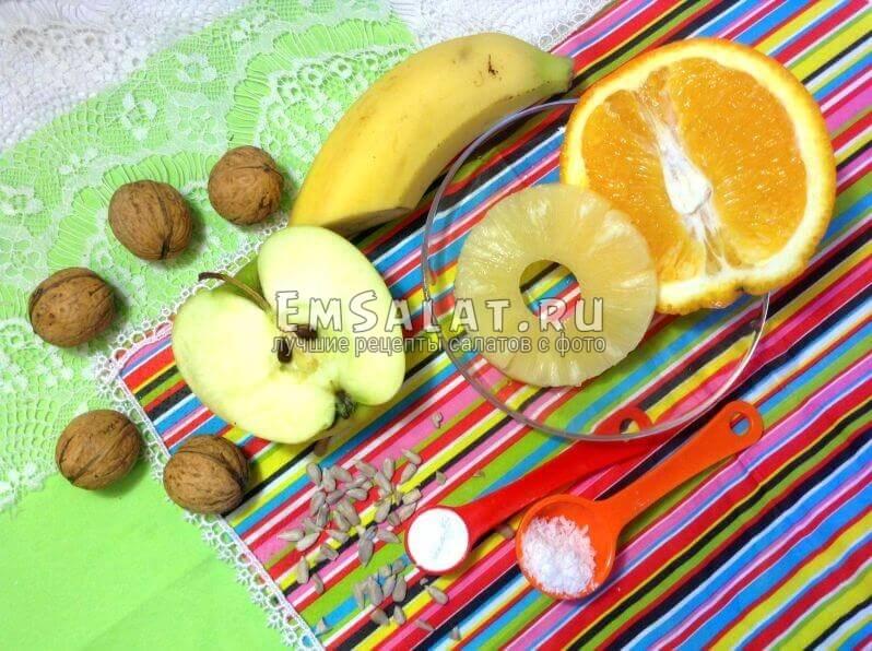 Ананас, яблоко, банан, апельсин, сахарная пудра, семечки, орехи, стружка кокоса
