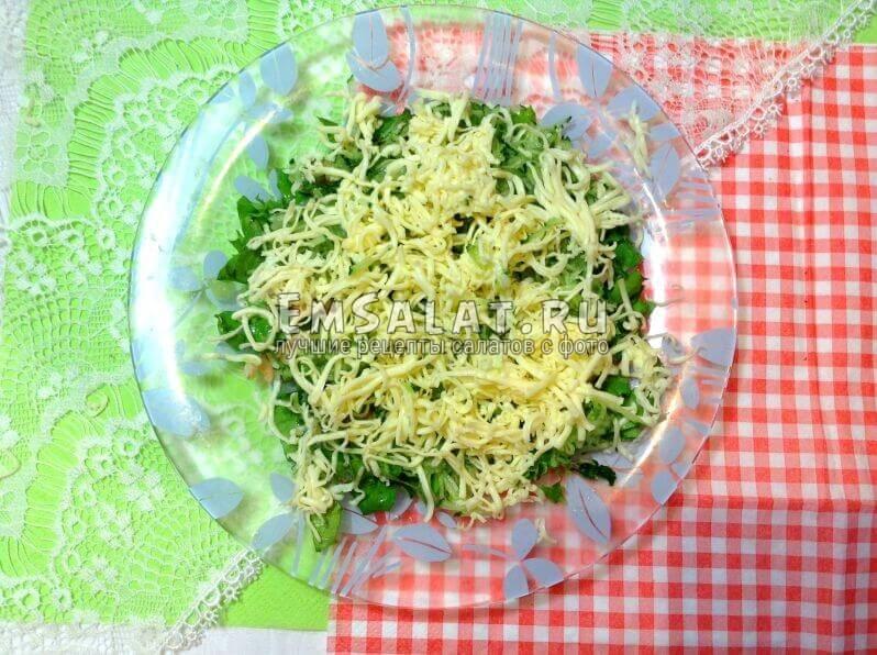 салат, креветки, огурец и сыр