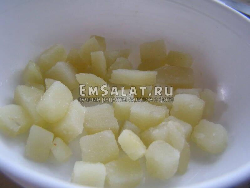 кусочки отварной картошки