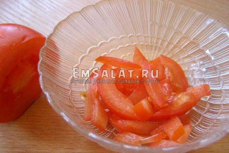 помидор нарезан