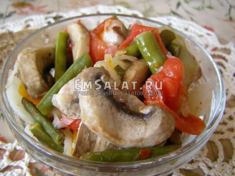 салат в вазочке