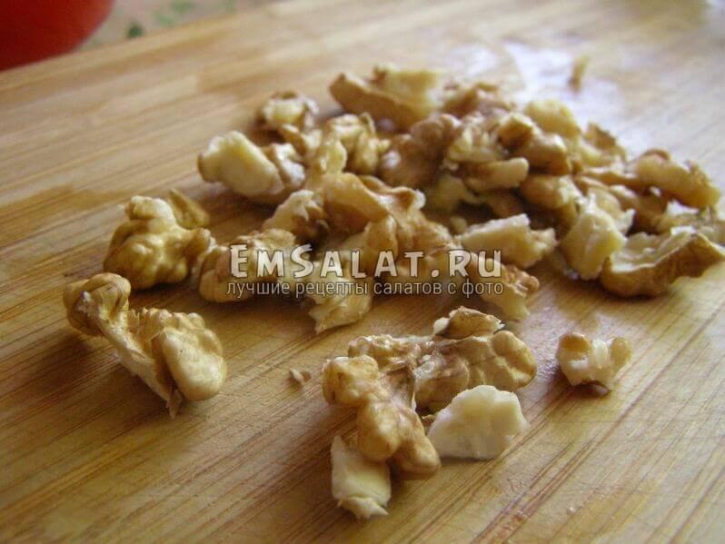 расколотые орехи грецкие