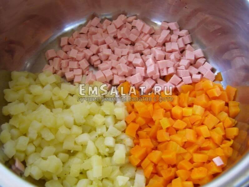 морковь мелко нарезана и в миске