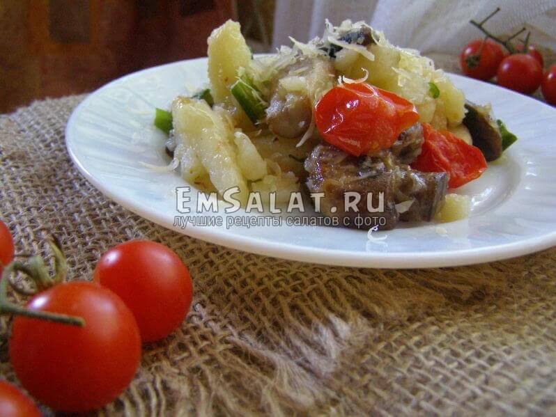 Салат из картофеля в тарелочке