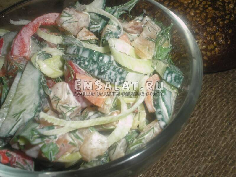 Овощной салат в салатнике