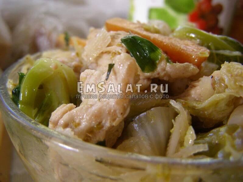 презентация салата из отварной индюшки и овощей
