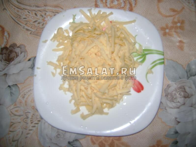 Сыр натерли для салата Французская женщина