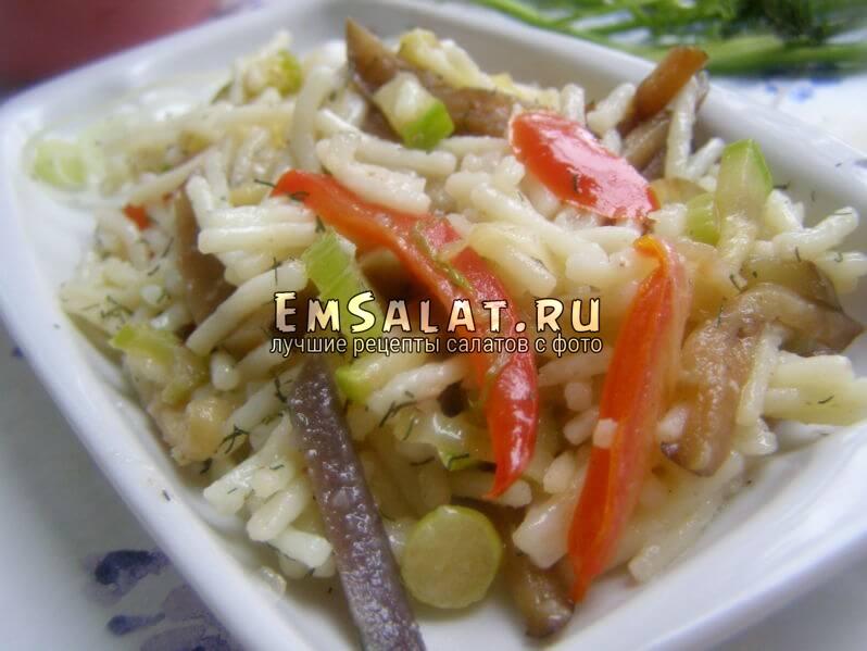 Теплый салат овощной с вермишелью