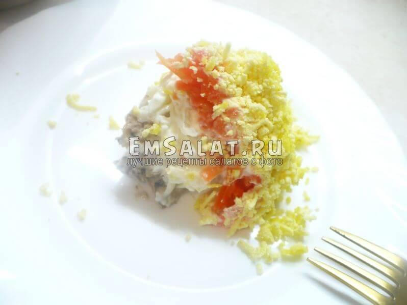 Слоенный салат со шпротами